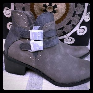 MIA Gray booties